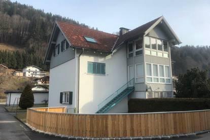 sonnige 3 Zimmer Dachgeschoss mit Loggia und Garage