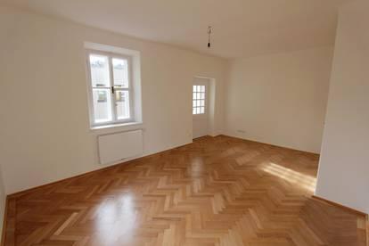 Sanierte 2-Zimmer Wohnung | attraktiver Altbau | ruhige, zentrale Lage | Balkon | nahe Musikum an der Salzach