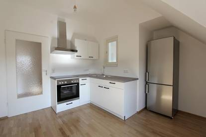 Geräumige 2-Zimmer Dachgeschoßwohnung | attraktiver Altbau | saniert | ruhig | nahe dem Musikum an der Salzach