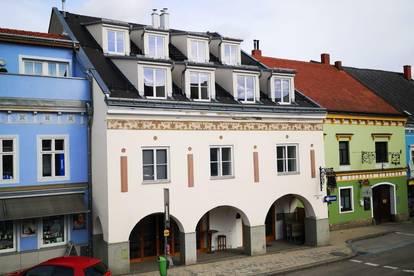 Großzügige, helle Dachgeschoss-Wohnung am Hauptplatz - PROVISIONSFREI