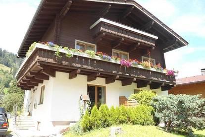 70 m² 3-Zimmer Wohnung im 1. Stock mit Balkon, Garten und Carport