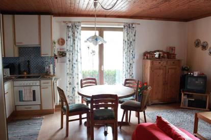 70 m² 2-Zi. Erdgeschosswohnung mit Carport, Terrasse und Garten