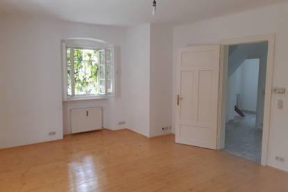 Reihenhausähnliche Wohnung mit Vorgarten, Altbau in Grünlage