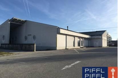 Freistehendes Gebäude mit Freifläche / Parkplatz