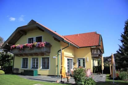 Modernes Landhaus mit Naturteich