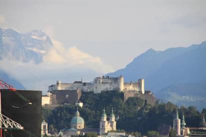 Sonnige 2 Zimmer Wohnung mit traumhaftem Blick auf die Festung und die Loferer Steinberge