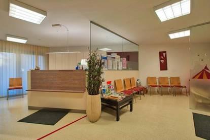 Moderne Flächen, ideal für Praxis oder Büro!