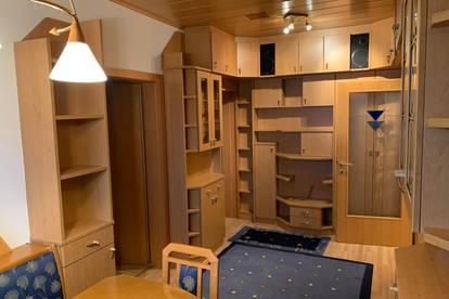 4-Zimmer-Wohnung - (fast) voll eingerichtet - zentral gelegen! MIETEN - EINZIEHEN - FERTIG!
