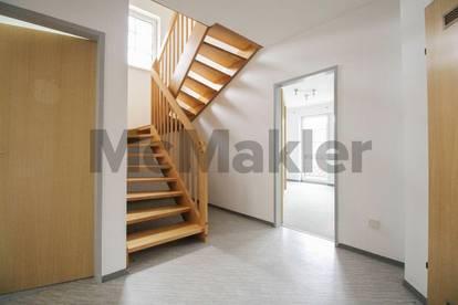 Haus-im-Haus-Gefühl mit Bergblick: Maisonettewohnung mit Loggia, neuwertigem Bad und Stellplatz