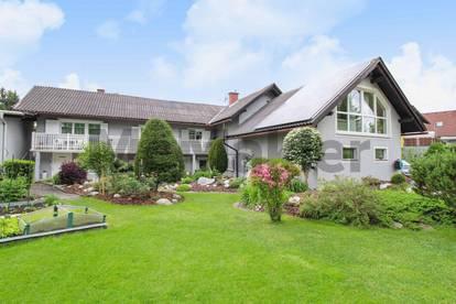 Urlaubsfeeling rund ums Jahr: Zweifamilienhaus mit Einlieger-Whg., Gartenparadies und Wellness-Oase