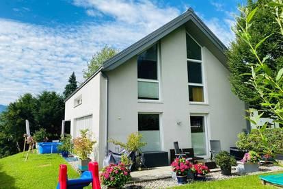 BERGBLICK | Einfamilienhaus mit großem Garten & Parkplätzen | Panorama-Lage