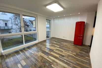Sanierte, zentral gelegene 2-Zimmer Wohnung mit Garagen-Stellplatz in bester Innenstadt Lage / Campus Nähe