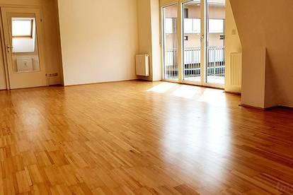 ++ Neue Küche ++ Top-Elegante Wohnung mit sonnigem Balkon, Carport und perfekter Infrastruktur ++