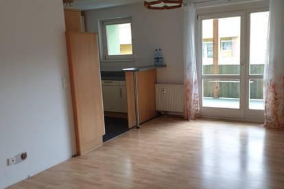 Mietwohnung mit großem Balkon, Tiefgaragenparkplatz & Keller