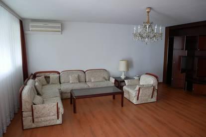 Große, sonnige Wohnung mit Loggia nähe Spital von Privat