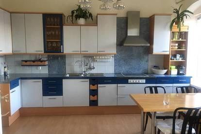 Wohnen oder Arbeiten und Wohnen mit Charme in renovierter Altbauwohnung