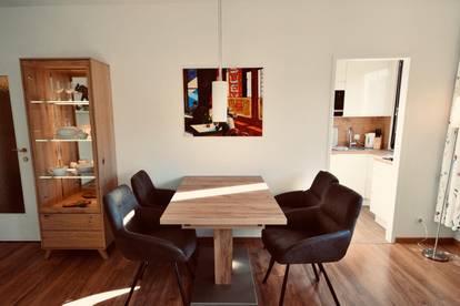 Erstbezug in Top City-Lage: Sonniges und absolut ruhiges, exquisit möbliertes Apartment in Top City-Lage