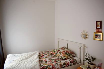 Beautiful room in a very spacious and bright flat in 1160