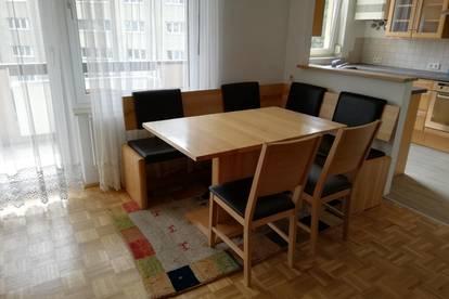 Helle, komplett neu adaptierte Wohnung mit Loggia
