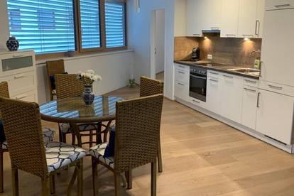 Neuwertig 3-Zimmer-Wohnung im Zentrum von Igls mit Balkon, möbliert, von privat