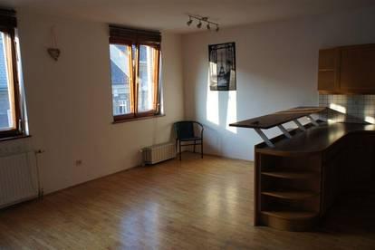 Helle, schöne Wohnung für 3 - 5 Studenten PROVISIONSFREI