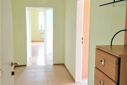 DB IMMOBILIEN | Malerische farbenfrohe Wohnung mit Panoramablick aus 2 grossen Zimmern plus Wohn/Ess-Küche, eventuell möglich Büro, Praxis, oder ähnliches