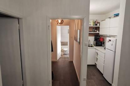 Renovierte 2-Zi Wohnung Provisionsfrei