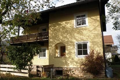 Helle Wohnung mit ausgebautem Dachgeschoss und Balkonen *Garten *Garage *Keller *Kamin *Vollholzböden *Adnedert Marmor