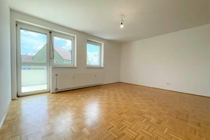 Top gepflegte 3 Zimmerwohnung mit Balkon und Küche im obersten Geschoss!