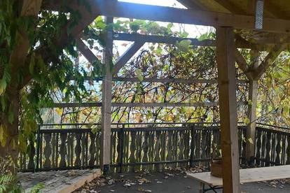Schöne 3 Zimmer Wohnung mit gr. Terasse und Balkonen, Wohnküche