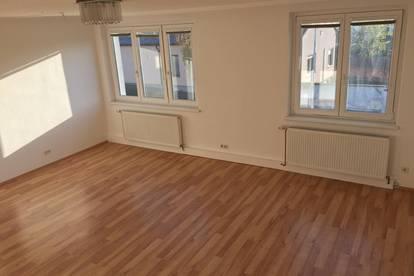 Helle Wohnung mit sehr großer Terrasse WARM