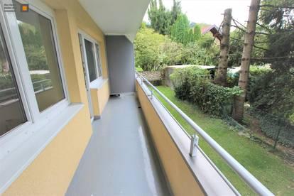Helle, sehr gepflegte, kleine 2-Zimmerwohnung mit Balkon und Einzelgarage