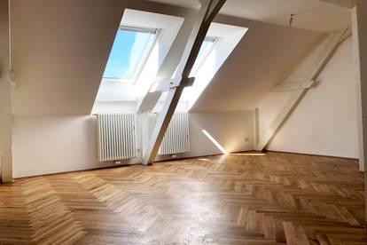 Charmante, ruhige Dachgeschosswohnung, 2,5 Zimmer