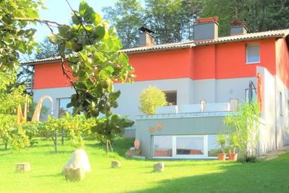 Anwesen mit 1.656m² Grundfläche, künstlerischen Einflüssen und Wohlfühlgarantie zu verkaufen!