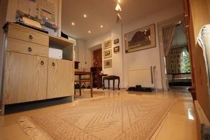 P&P: In netter und ruhiger Wohnlage: Haus mit einem insgesamt 1455 m² Grundstück