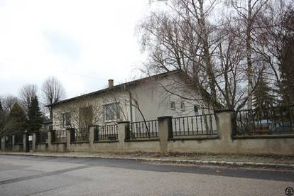 P&P: In netter und ruhiger Wohnlage: Haus mit großzügigem insgesamt ca. 1455 m² Grundstück