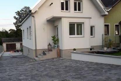Komplett neu saniertes Einfamilienhaus