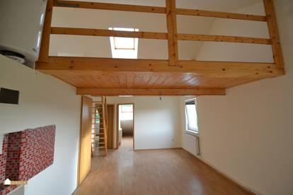 Preiswerte Dachgeschoß Wohnung 3 Zimmer, Wohnküche mit Galerie