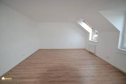 Weigelsdorf: großzügige 4 Zimmer-Wohnung im Dachgeschoß, ruhig gelegen