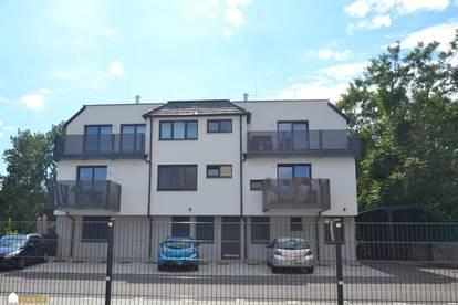 Achau: Moderne 3 Zimmer-Wohnung, Balkon und PKW Stellplatz