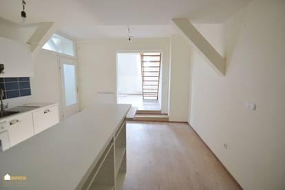 ideal für Individualisten ! Dachgeschoß-Wohnung auf 2 Ebenen (Maisonette),Villa, Pool, gepflegter Parkanlage, absolute Ruhelage