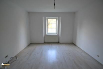zentral gelegene Wohnung, gute Raumaufteilung, 3 großzügige Zimmer