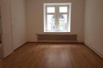 Renovierte Wohnung, Top Lage (WG- Eignung), Büroeignung