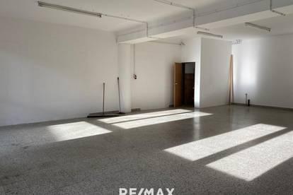 Lager-/Geschäfts-/Büroflächen - Frequenzlage an der B100