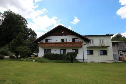 Großzügiges Zweifamilienhaus am idyllischen Mühlbach