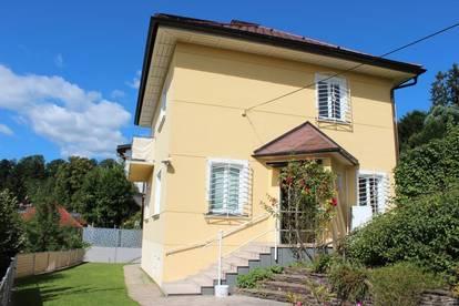 Stilvolle Villa mit atemberaubenden Seeblick in Ruhelage