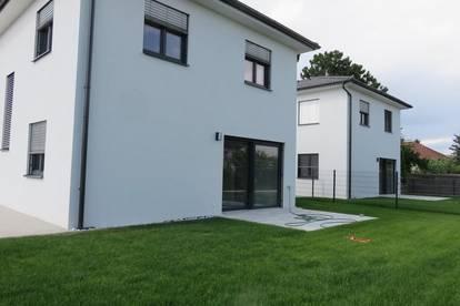 4 EINFAMILIENHÄUSER (NUR NOCH 1 HAUS FREI) mit je 300 m² Grundstücksanteil und je 2 Autoabstellplätzen in Münchendorf (Bezirk Mödling)