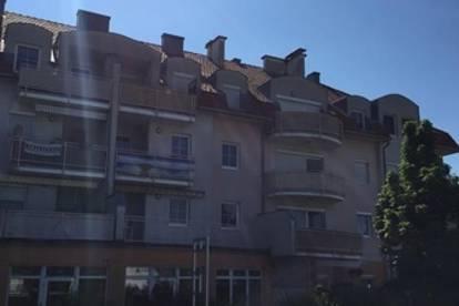 Sanierte 1-Zimmer-Wohnung mit großem Balkon und PKW-Stellplatz im Freien