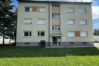 ERSTBEZUG NACH SANIERUNG!!! Komplett sanierte große 3-Zimmer-Eckwohnung mit Balkon und PKW-Stellplatz im Freien