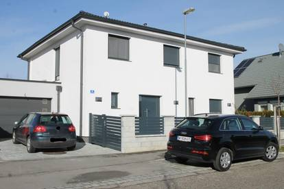 + LUXURIÖSES EINFAMILIENHAUS + KAMIN + POOL + Solaranlage + Garage +